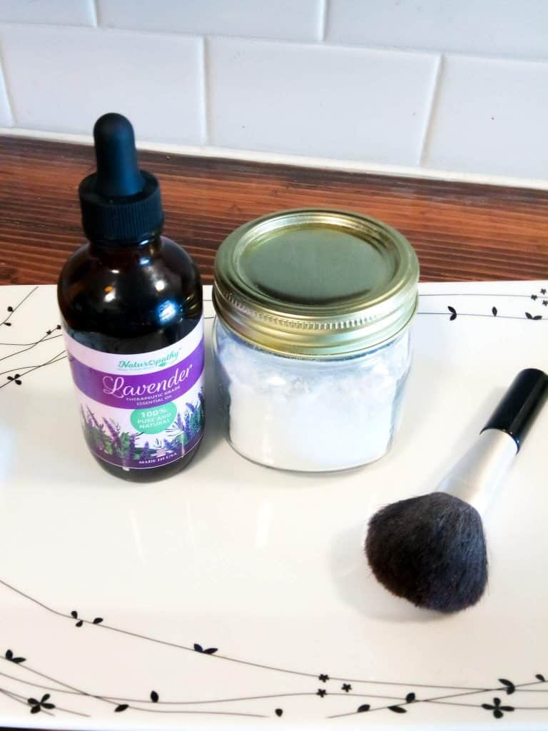 A natural deodorant that is easy to make and works great, diy deodorant, homemade deodornat